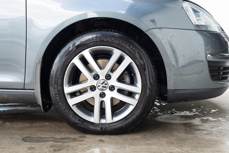 Clean car rim with the Complete Custom Wheel Cleaning Kit