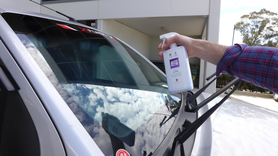 how to clean windshield using Autoglym