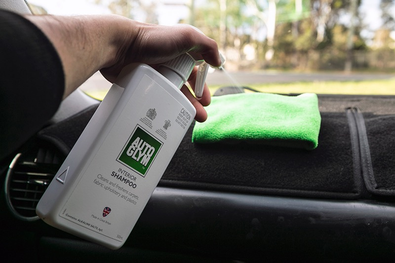 how-to-clean-your-sticky-vinyl-dash2