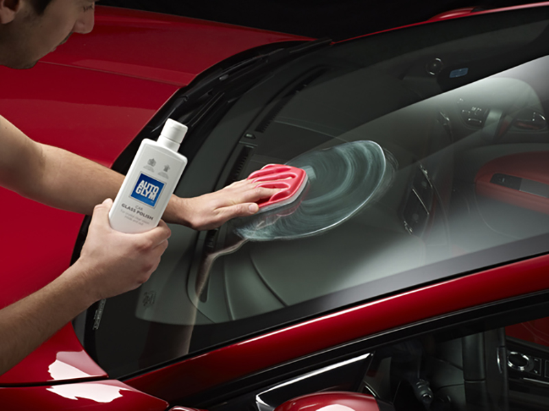 car_glass_polish__apply_to_windscreen_with_perfect_palm_applicator