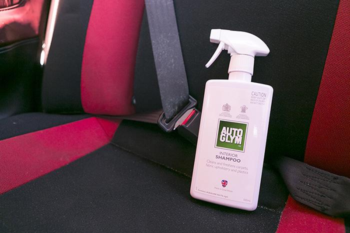 seatbelt-cleaning-interior-shampoo