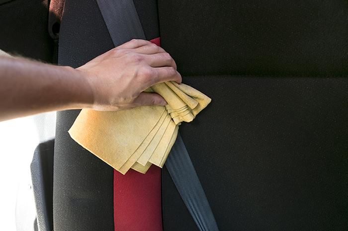 seatbelt-cleaning-interior-shampoo4